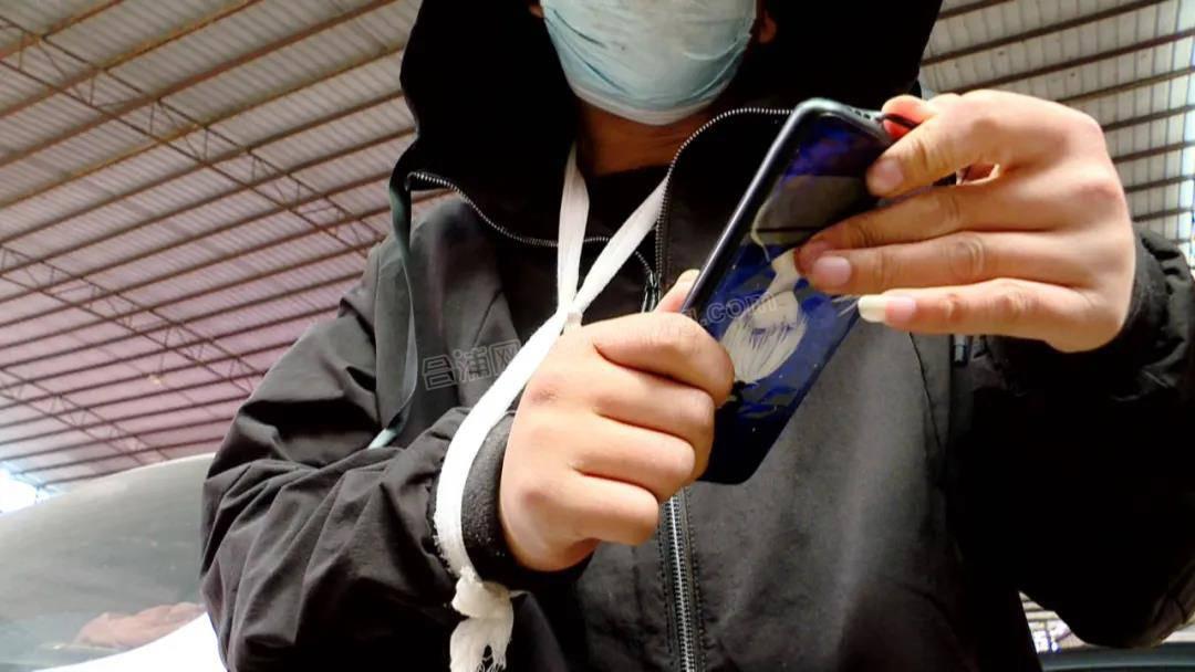 不借钱给同事,广西一男子被砍缝了八针...