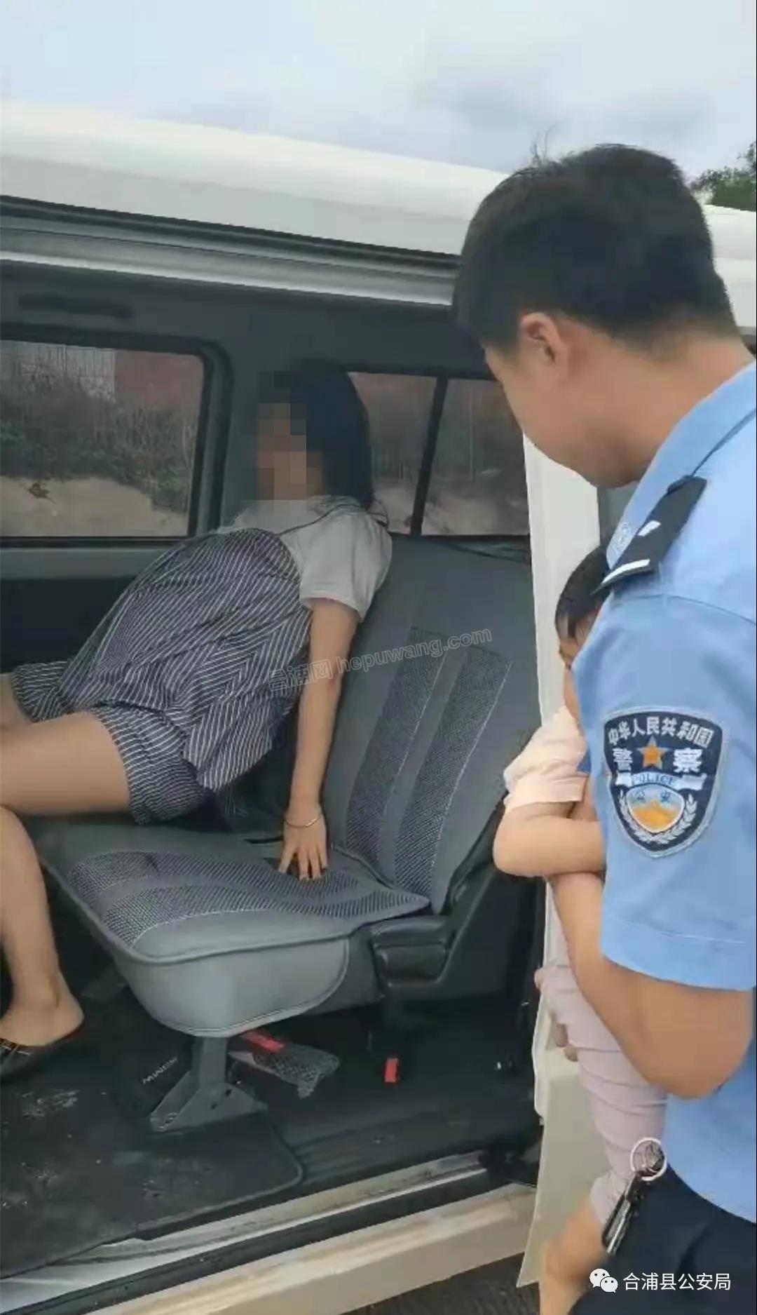 事发十字路:一孕妇突然羊水破裂,民警紧急护送就医...